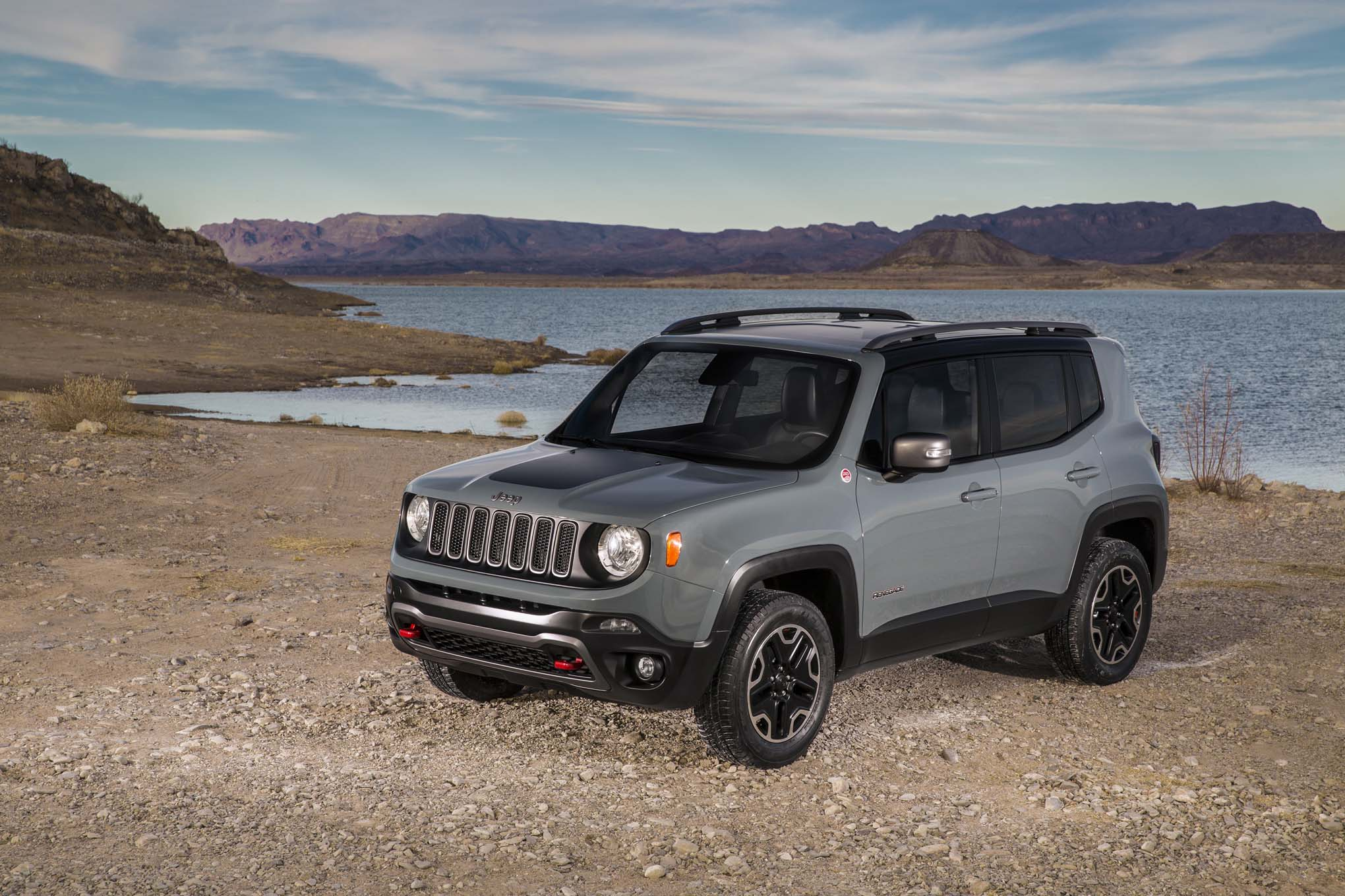 2015-jeep-renegade-trailhawk-front-three-quarters-03-1